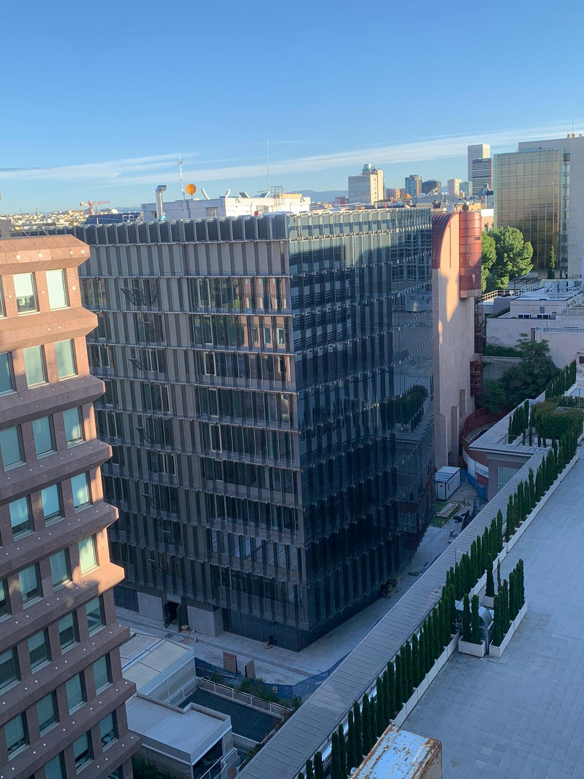 New facade as part of the refurbishment of the Insurance Compensation Fund of the Ministry of Economy and Finance building located at Paseo de la Castellana 44